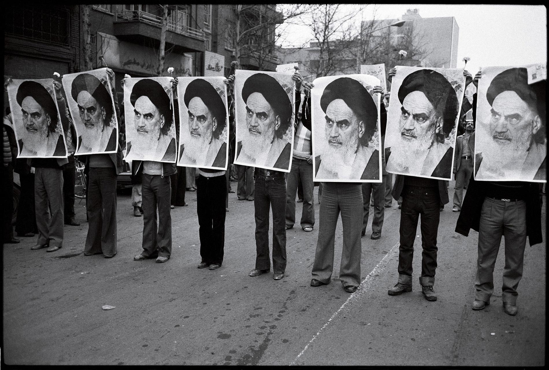 1978_Iranian_revolution-khomeini