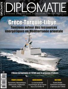 Couverture de la revue Diplomatie, avec un navire en mer au centre.