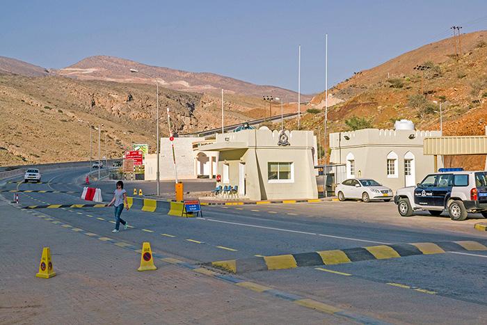 Un checkpoint au milieu des montagnes.